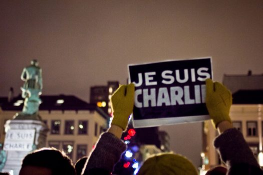 Photo of Paris man holding up Je Suis Charlie sign